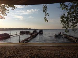Lakeland RV Campground Loft Cabin 1, Holiday parks  Edgerton - big - 2