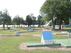 Virginia Landing Camping Resort Cabin 12, Holiday parks  Quinby - big - 7