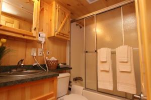 Lakeland RV Campground Loft Cabin 7, Ferienparks  Edgerton - big - 15