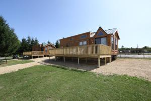 Lakeland RV Campground Loft Cabin 7, Ferienparks  Edgerton - big - 14