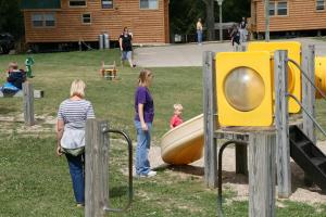 Lakeland RV Campground Loft Cabin 7, Ferienparks  Edgerton - big - 7