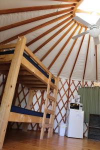 Tranquil Timbers Yurt 4, Комплексы для отдыха с коттеджами/бунгало  Sturgeon Bay - big - 19