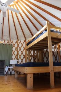 Tranquil Timbers Yurt 4, Комплексы для отдыха с коттеджами/бунгало  Sturgeon Bay - big - 18