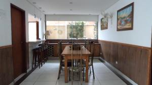 Casa 150 Metros da Praia da Enseada, Holiday homes  Guarujá - big - 9