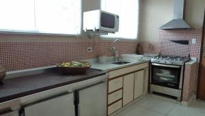 Casa 150 Metros da Praia da Enseada, Holiday homes  Guarujá - big - 27