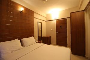 Srivar Hotels, Отели  Guruvāyūr - big - 6