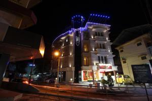 Srivar Hotels