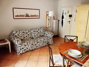 Tintori Balcony Apartment