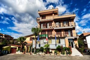 Prenota Hotel La Brocca Di Menei Giovanni