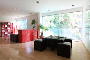Bright, modern 2 bedroom apartment in Roma Nte.