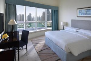 Suite med 3 soveværelser og udsigt over marinaen