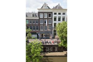 Canal Apartments by H.C.A(Utrecht)