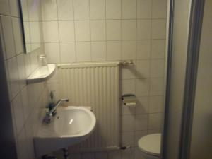 Bathroom Hotel-Restaurant Hellmann