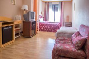 Hotel Tibur, Hotel  Saragozza - big - 25