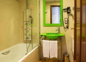 Hotel Tibur, Hotel  Saragozza - big - 20