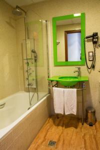 Hotel Tibur, Hotel  Saragozza - big - 19