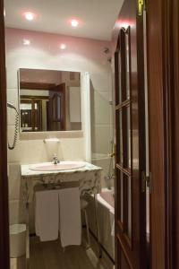 Hotel Tibur, Hotel  Saragozza - big - 18