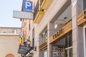 Hotel Tibur, Hotel  Saragozza - big - 47