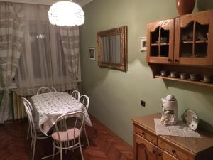 Hajnalka Apartmanház, Apartmány  Gyula - big - 24