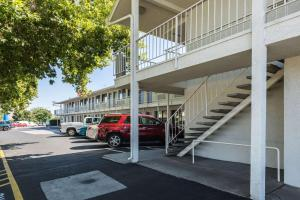 Motel 6 Reno - Virginia Plumb, Hotely  Reno - big - 23