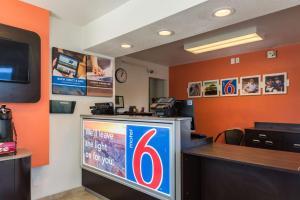 Motel 6 Reno - Virginia Plumb, Hotely  Reno - big - 19