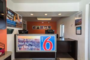 Motel 6 Reno - Virginia Plumb, Hotely  Reno - big - 18