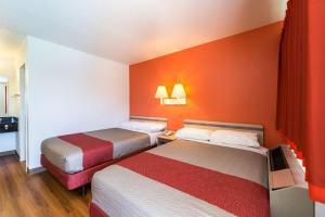 Motel 6 Reno - Virginia Plumb, Отели  Рено - big - 9