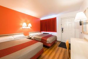 Motel 6 Reno - Virginia Plumb, Hotely  Reno - big - 10