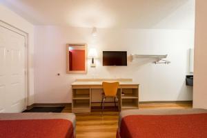 Motel 6 Reno - Virginia Plumb, Hotely  Reno - big - 11