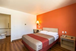 Motel 6 Reno - Virginia Plumb, Hotely  Reno - big - 3