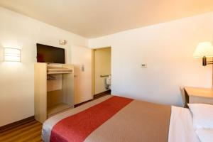 Motel 6 Reno - Virginia Plumb, Hotely  Reno - big - 4
