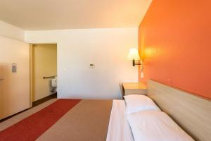 Motel 6 Reno - Virginia Plumb, Hotely  Reno - big - 5