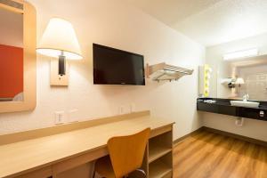 Motel 6 Reno - Virginia Plumb, Hotely  Reno - big - 8