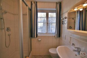 Alpenflair Ferienwohnungen Whg 303, Apartmány  Oberstdorf - big - 13