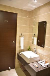 Hotel HBL International, Hotels  Gurgaon - big - 9