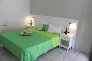 White B&B Tropea, Bed & Breakfasts  Tropea - big - 2