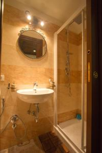 Underground Rome's Room, Apartments  Rome - big - 2