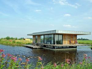 Holiday home Watervilla De Roerdomp