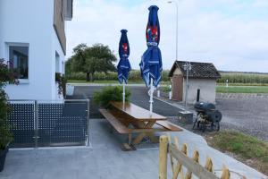 Althinouva 787 Chez Duq und Yvee