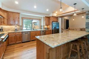 7 Bedroom/6.5 Bath 5700 Sq Ft Vacation Rental, Case vacanze  South Lake Tahoe - big - 40