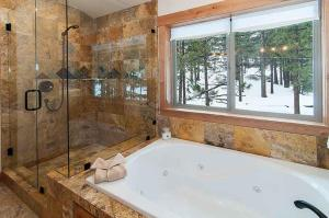 7 Bedroom/6.5 Bath 5700 Sq Ft Vacation Rental, Case vacanze  South Lake Tahoe - big - 37
