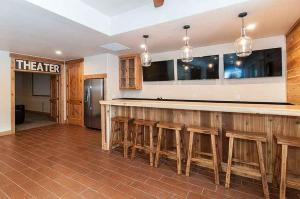 7 Bedroom/6.5 Bath 5700 Sq Ft Vacation Rental, Case vacanze  South Lake Tahoe - big - 34