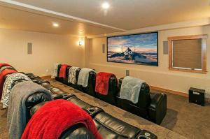7 Bedroom/6.5 Bath 5700 Sq Ft Vacation Rental, Case vacanze  South Lake Tahoe - big - 28