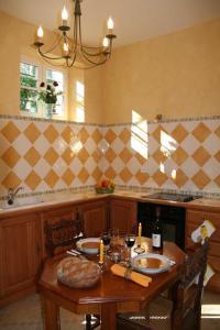 Aux Grilles Du Château, Holiday homes  Saint-Aignan - big - 23