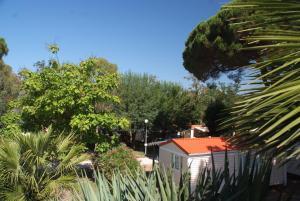 Bungalow Vacances - Riviera Vacances, Кемпинги  Фрежюс - big - 37