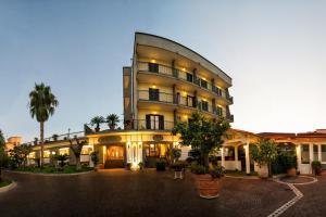 Hotel Ristorante Donato, Hotely  Calvizzano - big - 1