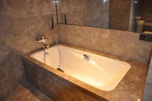 Ber International Hotel, Отели  Цзинань - big - 7