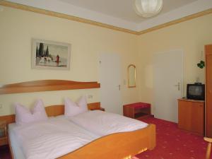 Hotel Fidelitas, Penziony  Bad Herrenalb - big - 18