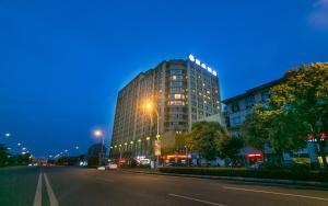 Suzhou Wujiang Atour Hotel