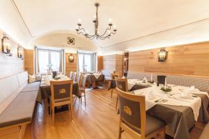 Gasthof zum goldenen Löwen, Penziony – hostince  Nauders - big - 19
